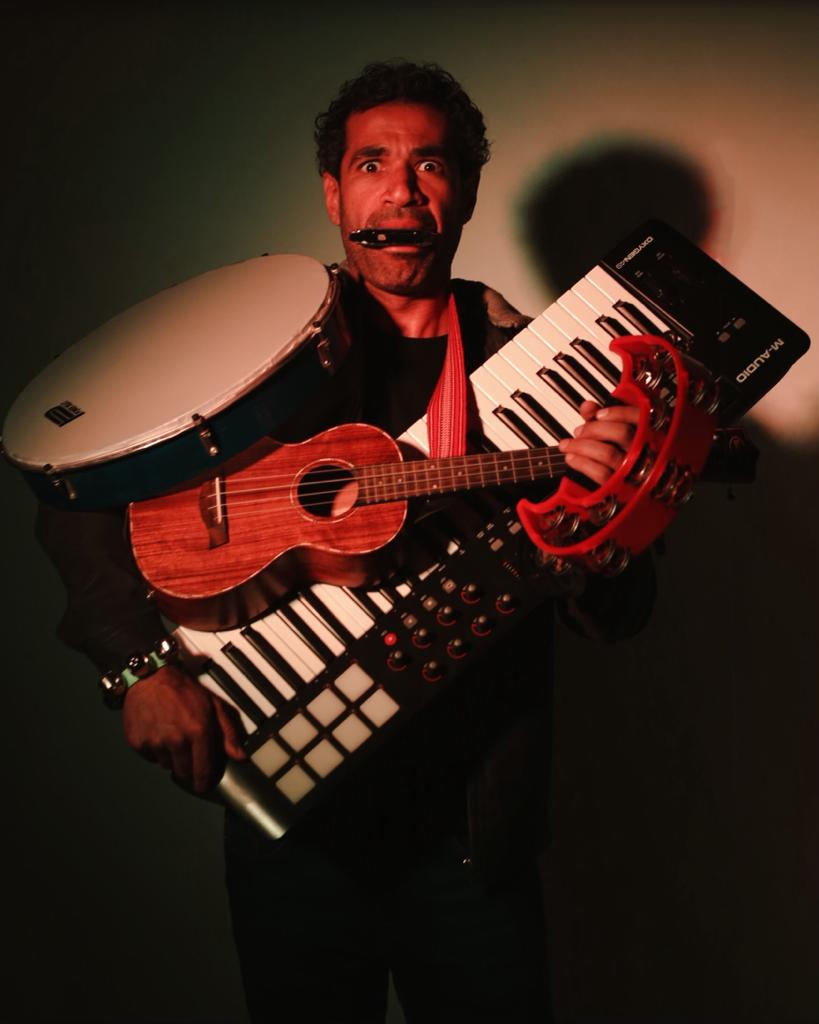 """Star Sedky Sakhr Releases New Song """"Beid Bel Agwa,"""" Where he Plays 6 Instruments!"""